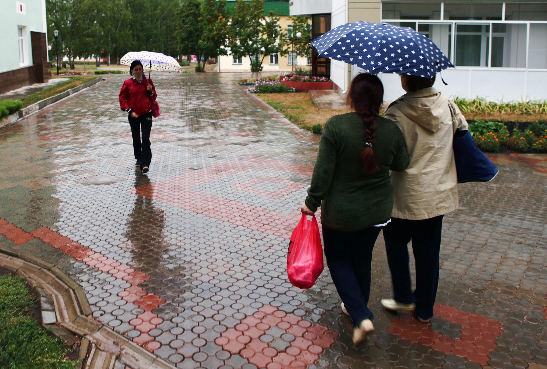 stockvault-women-with-umbrellas121423