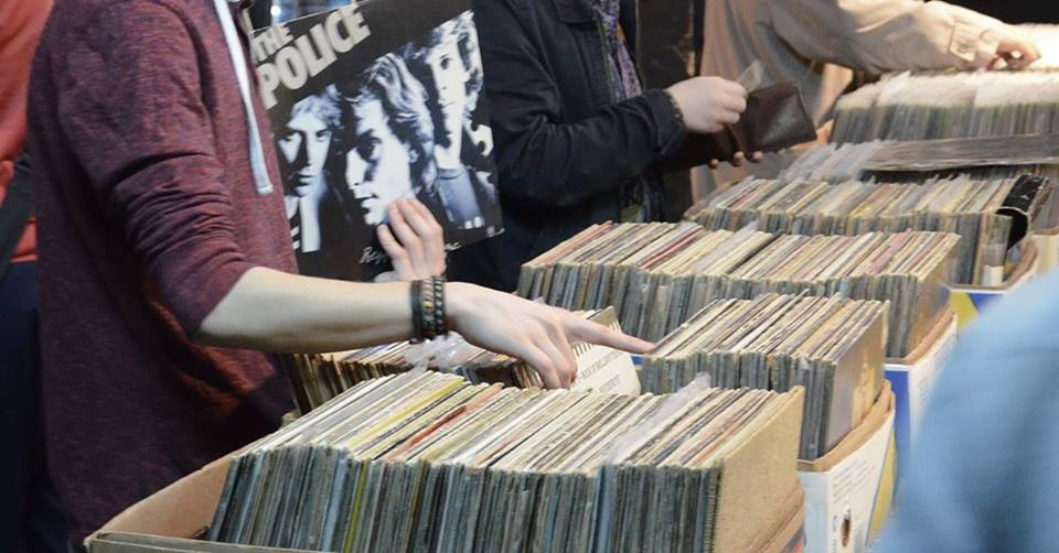 Fair of lovers of vinyl records and comic books